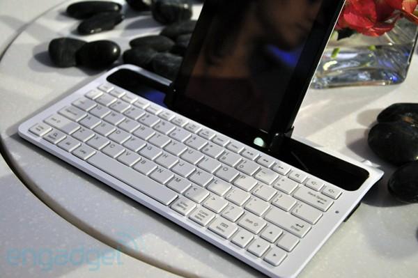 tablet conectado a um teclado